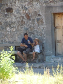 A Swedish grandpa gets a spanish lesson for his local-ish granddaughter while hiding in the shade